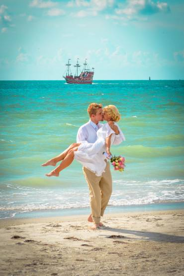 Planning a Destination Wedding to Tampa Bay and the Beaches?  Here are six helpful hints from the locals wedding pros.